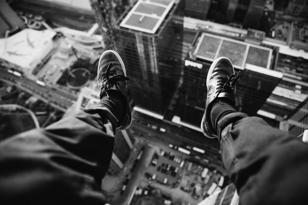 rooftopper looking down 4460x4460 1